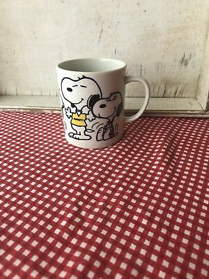 #87 Peanuts Snoopy Beagles are my favorite people ceramic coffee cup mug 1975