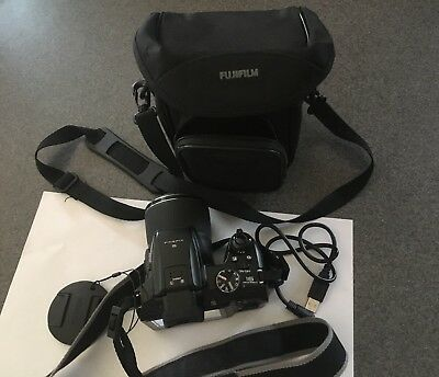 Fuji Film Finepix S8200 w/ Case