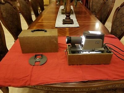 Vintage Argus 200 Portable Slide Projector With Self Contained Carrying Case