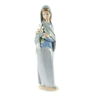 """Lladro """"Girl with Flowers"""" #4650 Girl in Scarf Holding Calla Lilly Retail"""