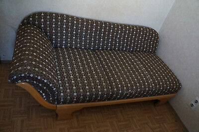 Oma-Sofa mit Lehne links in braun mit Muster