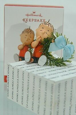A Comfy Christmas For Linus Hallmark Ornament 2017 Peanuts Gang Bid Low Price