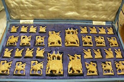 ANTIQUE 1920s ANGLO-INDIAN SANDALWOOD  CHESS SET