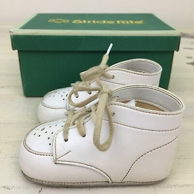 STRIDE RITE - Buster Brown Vtg 70s White Infant Baby Shoes, Original Box, Sz 2