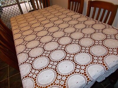 VINTAGE~OBLONG CROCHETED TABLECLOTH~FLORAL EMBROIDERED MOTIFS~WHITE~210 x 165 cm