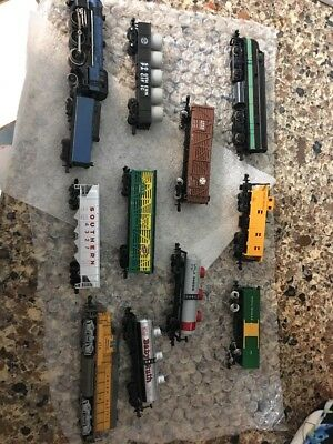 N Scale Train Engine And Car Lot