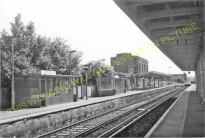Elmer's End Railway Station Photo. Clock House to Woodside and Eden Park. (7)