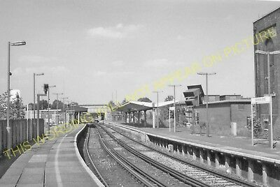 Elmer's End Railway Station Photo. Clock House to Woodside and Eden Park. (8)