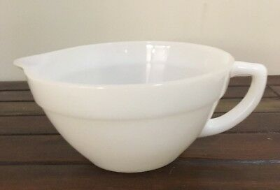 ANCHOR HOCKING FIRE KING HANDLED POURING MIXING BOWL Very Good Condition