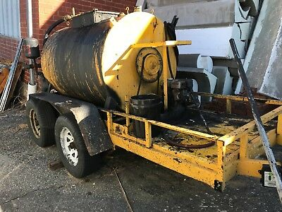 2010 500 Gallon Asphalt Sealcoating Trailer machine