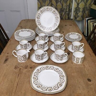Vintage Susie Cooper Venetia Dinner Service / Set - 39 pieces - 6/9 person