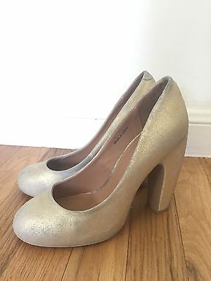 Urban Outfitters Kimchi Blue Women/'s Gretel Gold Suede Pumps Heels size 7