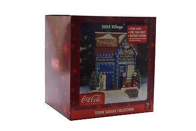Coca Cola 2005 Town Square Collection Full Service Filling Station - NIB