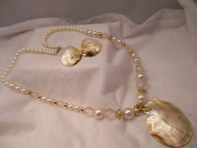 VTG. FAUX PEARL & PLASTIC BEADS NECKLACE w/MOTHER OF PEARL PENDANT & EARRINGS