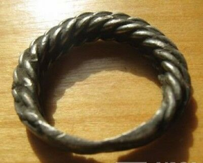 VIKING TWISTED SILVER RING(4.7 g) . 10-11 century.