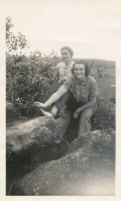 late 1930s Hawaii Photo #22 two gals at Bell Rock