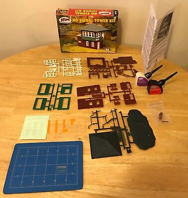 HO Scale Model Railroad Trains Atlas Signal Tower Building Kit Structure 704