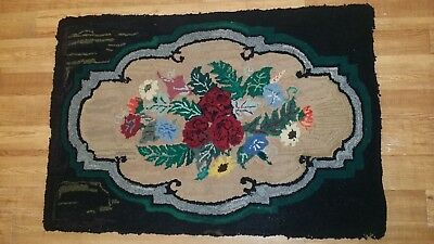 Early Antique American Folk Art Floral Design & Black Trim Wool Hooked Rug 41x28