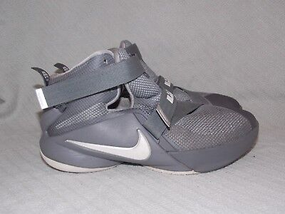 0e6ac6296872a (GS) Youth Size 4.5 2015 Nike Gray Lebron Soldier IX Sneakers 776471-003