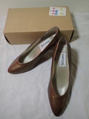671c7be9a Women s NEWPORT NEWS Easy Style Bronze Heel Pumps Shoes Size 9 W NIB  lot-LM58