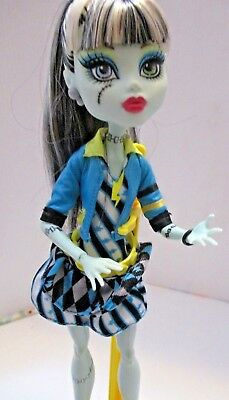 Bratz Frankie Stein Doll Original Clothing And Stand For The Doll