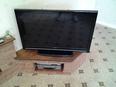 sharp tv 40 inch flat screen good working order with remote