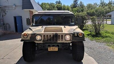 1986 Hummer H1  1986 Hummer H1 HUMVEE Road Legal 6.5 L Diesel  Pick up truck