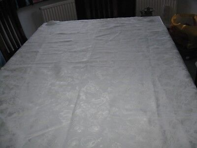 Lovely vintage/retro white oval tablecloth  (14)