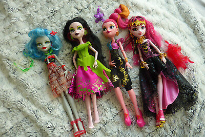 Monster High Puppen Dolls Ghoulia Yelps Draculara Snow Bite Gigi Grant 13 Wishes