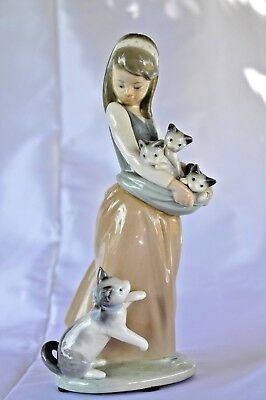Vintage Lladro Figurine Girl with Cats Kittens 1309