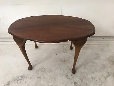 Vintage Antique Style Oval Coffee Table Queen Anne Legs