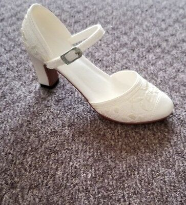Just The Right Shoe Collection by Raine 1999 Shower of Flowers 25026 NIB