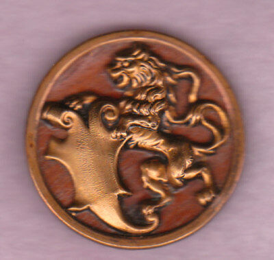 """LION AND SHIELD PICTURE BRASS BUTTON w WOOD BACK GROUND lrg 1 3/8"""""""