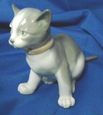 Vintage 1985 NAO Cat Figurine by LLADRO