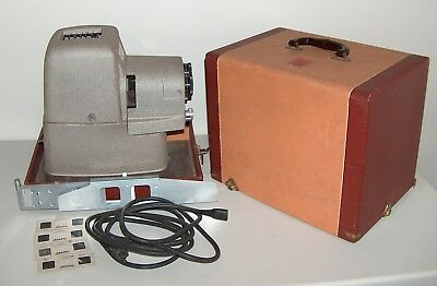8682:  Sterio Vivid TDC Model 116 Projector With Case