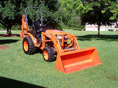 Kubota B 2601 with Front Loader, Backhoe ,other  attachments only 69 hrs