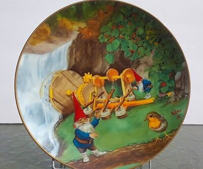 """Gnome Collector Plate """"Secrets of the Gnome"""" Rommelpots and Air Compressors"""