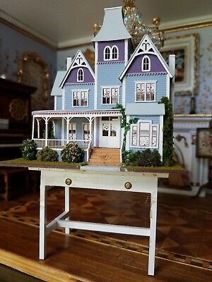 Dollhouse Miniature Artisan Pat Russo ITALIANATE Home on stand  1:144