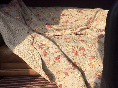 Vintage American Cotton floral print quilt, Hand Made - Fabulous Condition