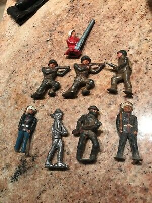 0Vintage Lot of 8 Heavy Metal Lead Soldiers and weapons WW 2 No Reserve