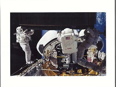 AUTOGRAPH, HAND SIGNED USAF STS-49 Astronaut TOM AKERS ,SPACEWALK PHOTO