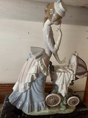 LLADRO Lady with baby carriage, unattached wheel