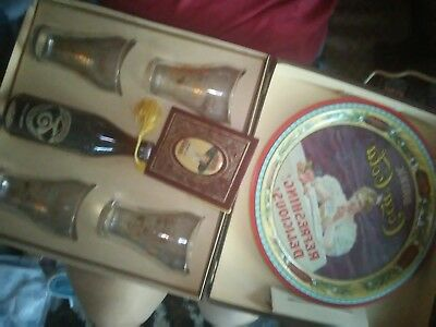 Coca cola collectables box set 1901-1976. 75. Years Of Bottled Louisville