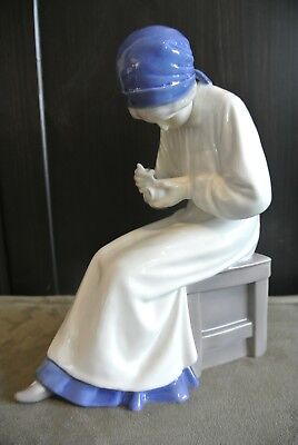 Vintage Bing and Grondahl (B&G) Figurine 1586 'Lady Painting Porcelain'