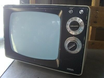 """Vintage RCA Solid State 13"""" Television"""