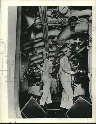 1941 Press Photo inside view of men at work in a Japanese navy submarine
