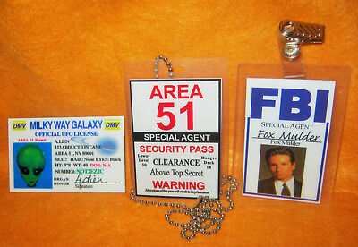 X FILES FBI ROSWELL AREA 51 / Fake Prop Top Secret Security Badges (Set x 3)