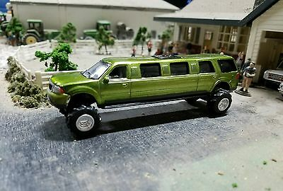 Ford F350 4x4 Lifted 1/64 Lincoln Navigator Limo Limousine Powerstroke  Diorama