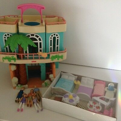 Fisher Price Sweet Streets Beach House 2000 Dollhouse Furniture Playset