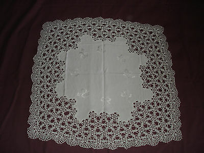 #362 Beautiful Vintage Hand Made Tablecloth 22''/22''(57cm/57cm)